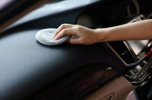 Συντήρηση ταμπλό αυτοκινήτου