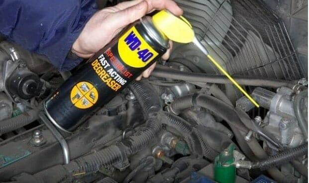 καθαρισμός μηχανής αυτοκινήτου
