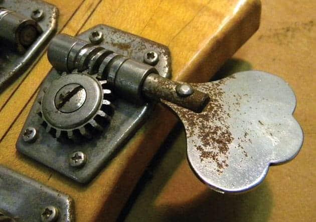 Αφαίρεση σκουριάς από μέταλλο: Δείτε πως θα καθαρίσετε εύκολα τη σκουριά από μεταλλικές επιφάνειες.