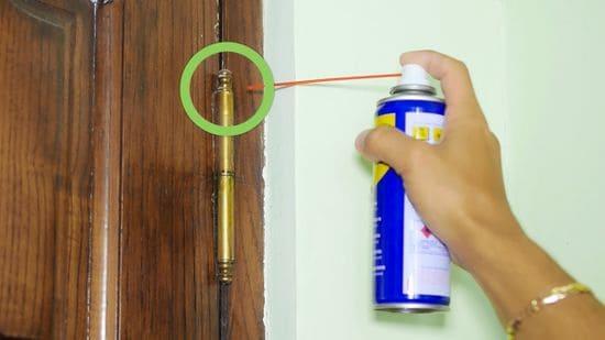 Λίπανση μεντεσέδων πόρτας: How to με το WD-40