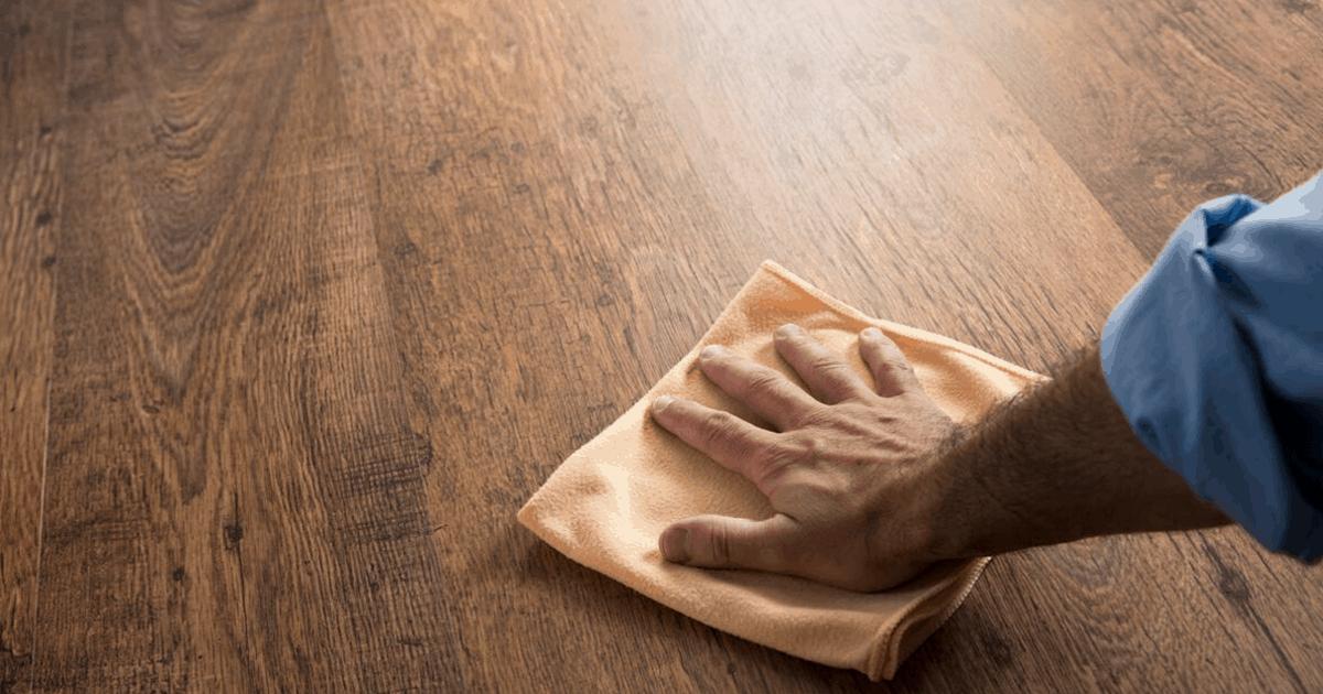 Γρατζουνιές σε ξύλινο πάτωμα